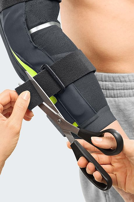 medi Epico active elbow orthoses donning